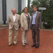 Hillgriet Eilers mit Heinrich Hörnschemeyer und Heiko Evers im Lager Friedland