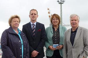 Bei Cuxport: Petra Vooth, Geschäftsführer Michael de Reese, Hillgriet Eilers, OB Dr. Ulrich Getsch